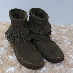 Minnetonka Women's Suede Fringe Booties Green 6.5